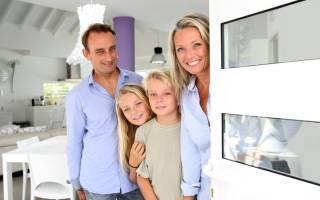 Кто является собственником трех комнатной квартиры?