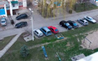 Размещение детской площадки и парковки во дворе дома